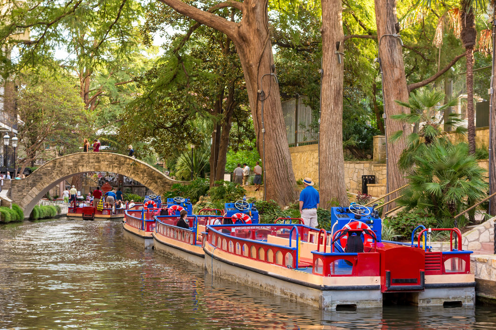 San Antonio Riverwalk restaurants and attractions